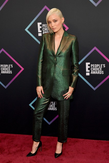 This is one of the best People's Choice Awards red carpet looks! #peopleschoiceawardsredcarpet #redcarpetlooks #redcarpetfashion #peopleschoiceawards #awardsshow #celebritystyle #celebstyle #celebrityfashion